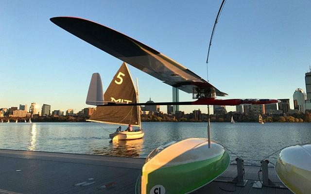MIT, Hem Uçabilen Hem Yüzebilen Robot Geliştirdi!
